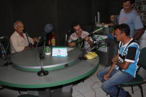 Os poetas Zé Francisco, Agostinho Oliveira e Nascimento Araújo na rádio Verde Vale