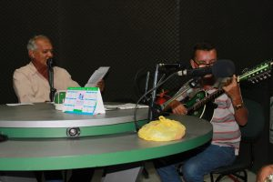 Os poetas Zé Francisco e Agostinho Oliveira na rádio Verde Vale